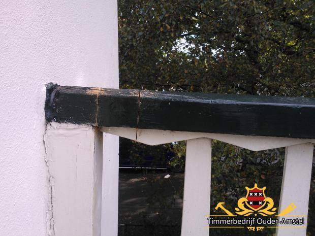 Balkonhek met houtrot (oude situatie)